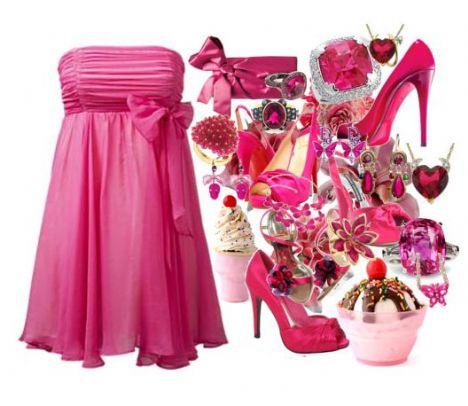Straplez fuşya renginde fiyonklu gece elbiseniz giyeceğiniz koyu pembe renginde topuklu ayakkabıyla gecenin yıldızı siz olabilirsiniz.